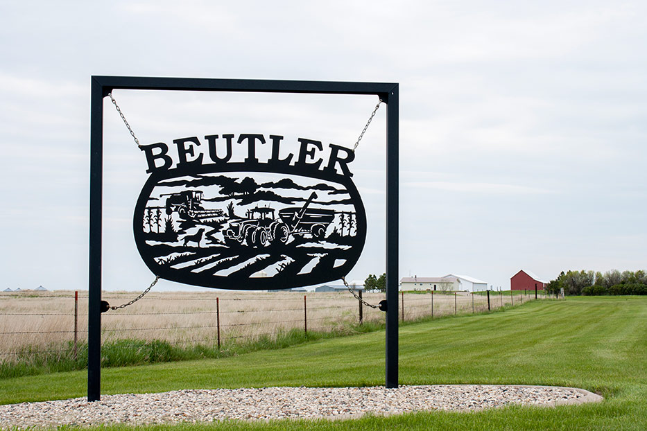 beutler-farm-sign-5-years-2